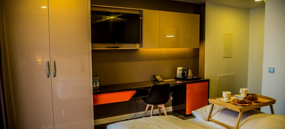 Hotel-Boardinghouse-Kreis-Residenz-Muenchen Doppelzimmer Schreibtisch