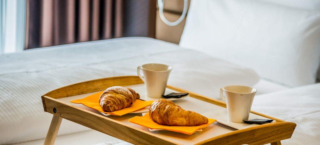 Hotel Boardinghouse Kreis Residenz Muenchen Frühstück im Bett